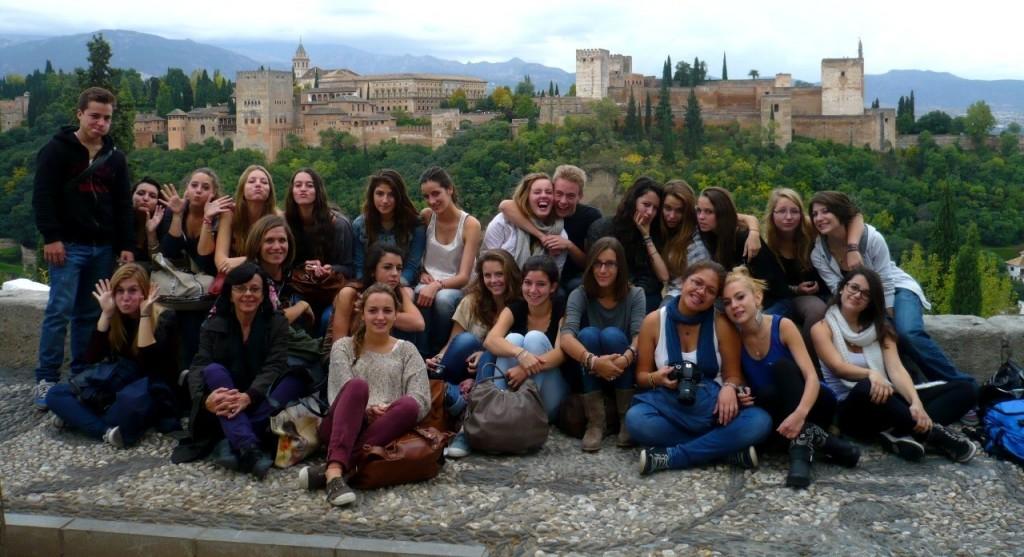 tout le groupe devant l'Alhambra
